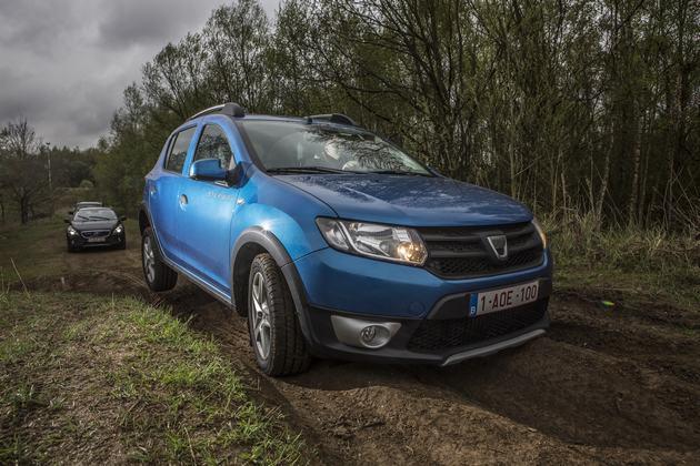 20130426 5765 LANGEDUURTEST: Volvo V40 Cross Country D3 & Dacia Sandero Stepway TCe (5)