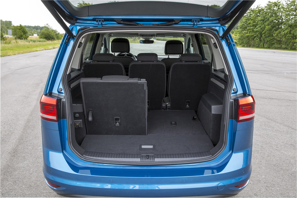 test wegtest volkswagen touran 2 0 tdi 150 2015. Black Bedroom Furniture Sets. Home Design Ideas