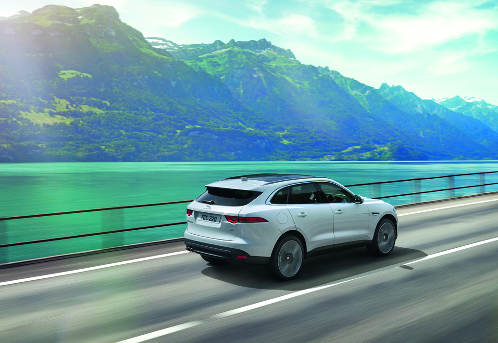 Macan opgepast hier is de jaguar f pace autowereld for Interieur jaguar f pace