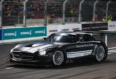 Mercedes viert racesuccessen 2015 met spectaculaire Stars & Cars