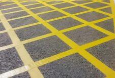Brussel test nieuwe wegmarkering