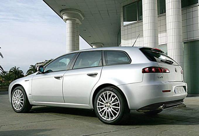 alfa romeo 159 sportwagon 1 9 jtdm 136 distinctive 2006 prix moniteur automobile. Black Bedroom Furniture Sets. Home Design Ideas