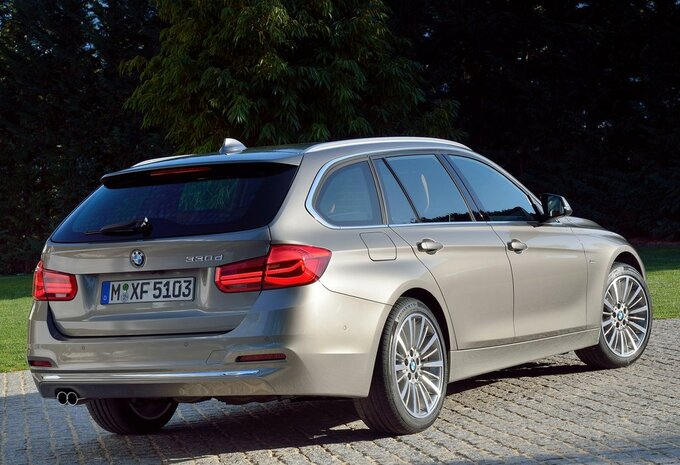 bmw s rie 3 touring 340i xdrive 240 kw 2017 prix moniteur automobile. Black Bedroom Furniture Sets. Home Design Ideas
