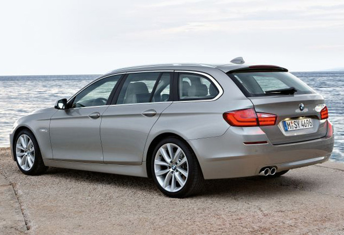 bmw s rie 5 touring m550d xdrive 2010 prix moniteur automobile. Black Bedroom Furniture Sets. Home Design Ideas