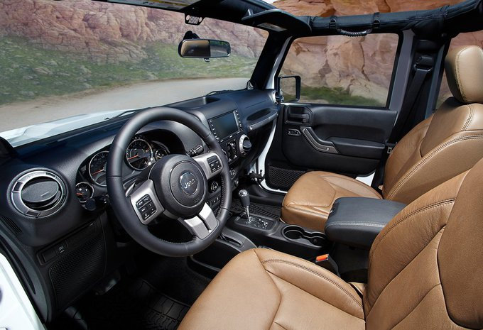 jeep wrangler unlimited 3 6l v6 sahara aut 2016 prix moniteur automobile. Black Bedroom Furniture Sets. Home Design Ideas