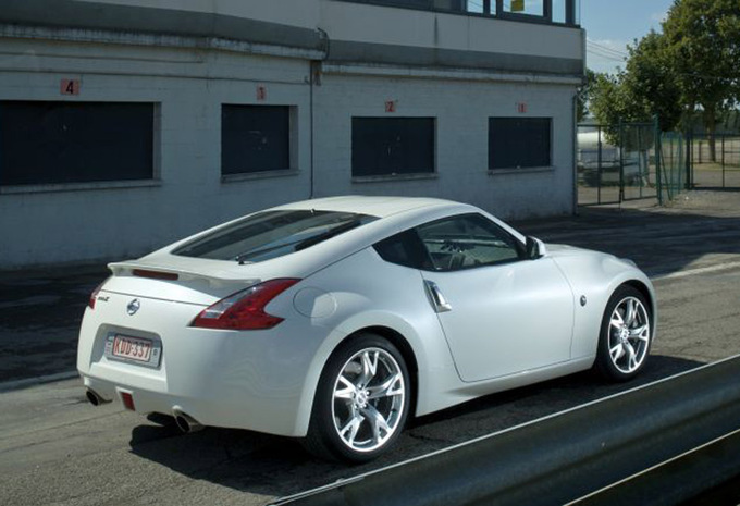 nissan 370z 3 7 v6 nismo 2009 prix moniteur automobile. Black Bedroom Furniture Sets. Home Design Ideas