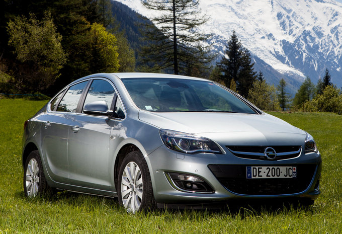 Prijs Opel Astra Sports Sedan 1 6 85kw Cosmo 2017 Autogids