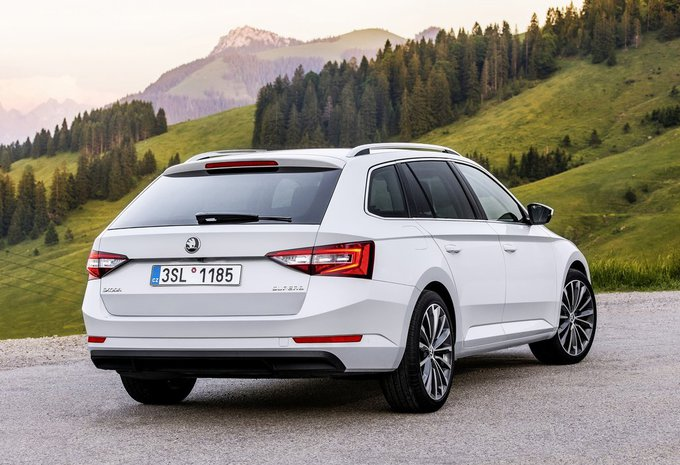 skoda superb combi 1 8 tsi 132kw style 2017 prix. Black Bedroom Furniture Sets. Home Design Ideas