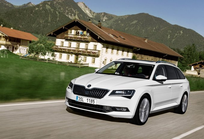 skoda superb combi 1 8 tsi 132kw style 2017 prix moniteur automobile. Black Bedroom Furniture Sets. Home Design Ideas