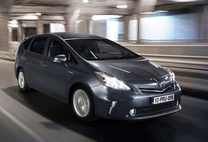 toyota grand prius 1 8 vvt i hybrid active 2015 prix moniteur automobile. Black Bedroom Furniture Sets. Home Design Ideas