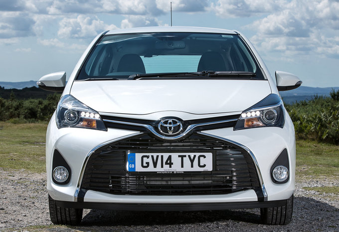 toyota yaris 3p 1 0 vvt i active 2016 prix moniteur automobile. Black Bedroom Furniture Sets. Home Design Ideas