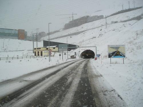 Entrée du tunnel d'Envalira en hiver.