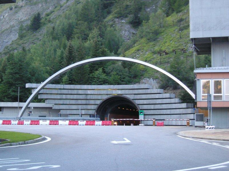 Entrée côté italien du tunnel du Mont-Blanc