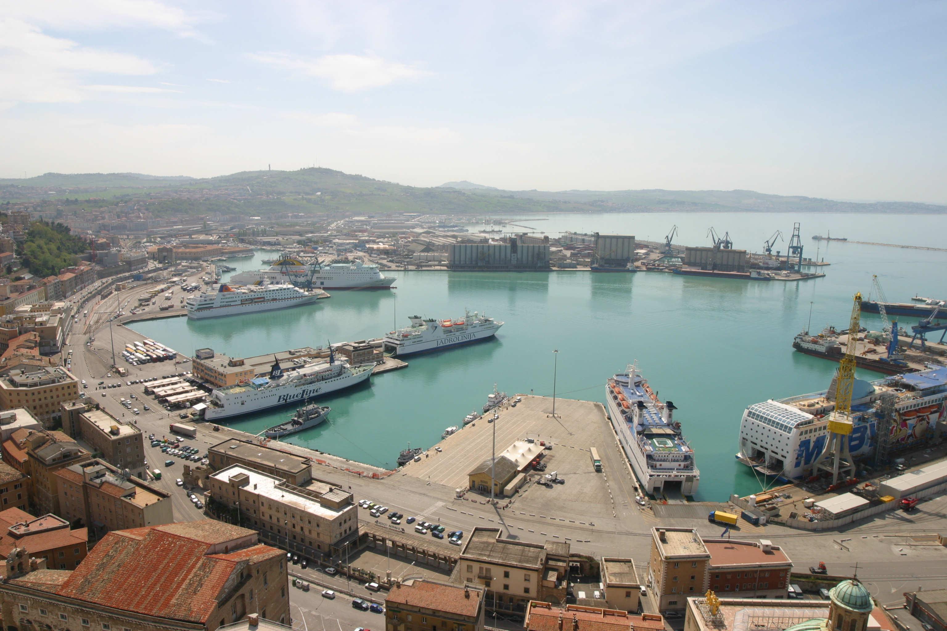 L'Italie compte de nombreux ports avec des terminaux à ferry