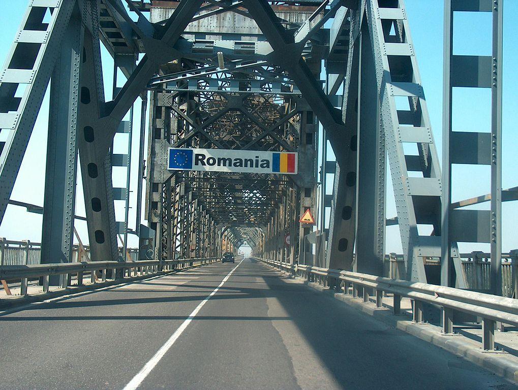 Pont de l'amitié, à péage, entre la Roumanie et la Bulgarie