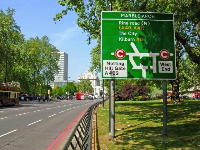 Le C blanc dans un rond rouge signifie que l'on entre dans la zone payante de Londres