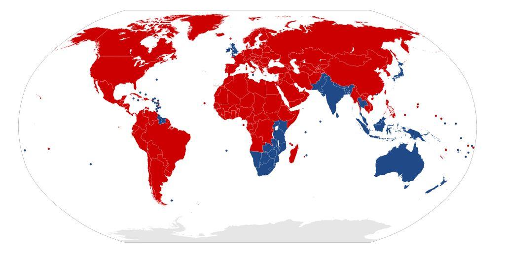 Les pays en bleu : on roule à gauche
