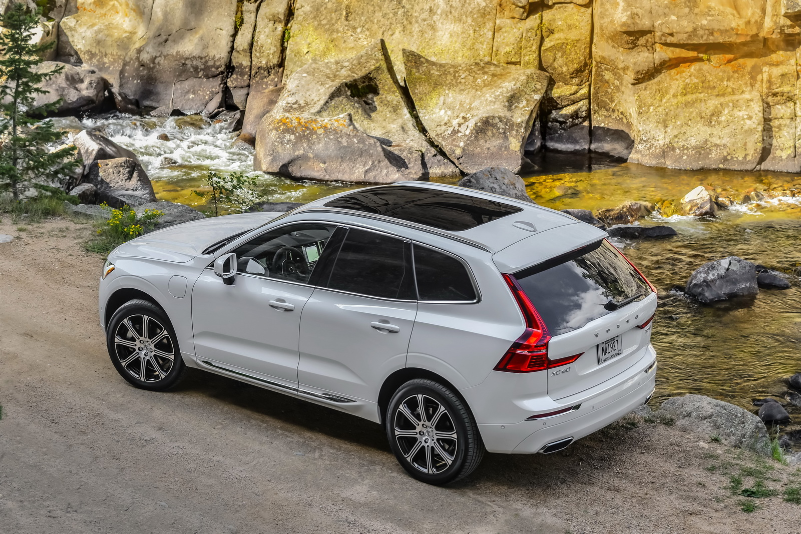 2018 Volvo XC60 - US UTILITY of the YEAR