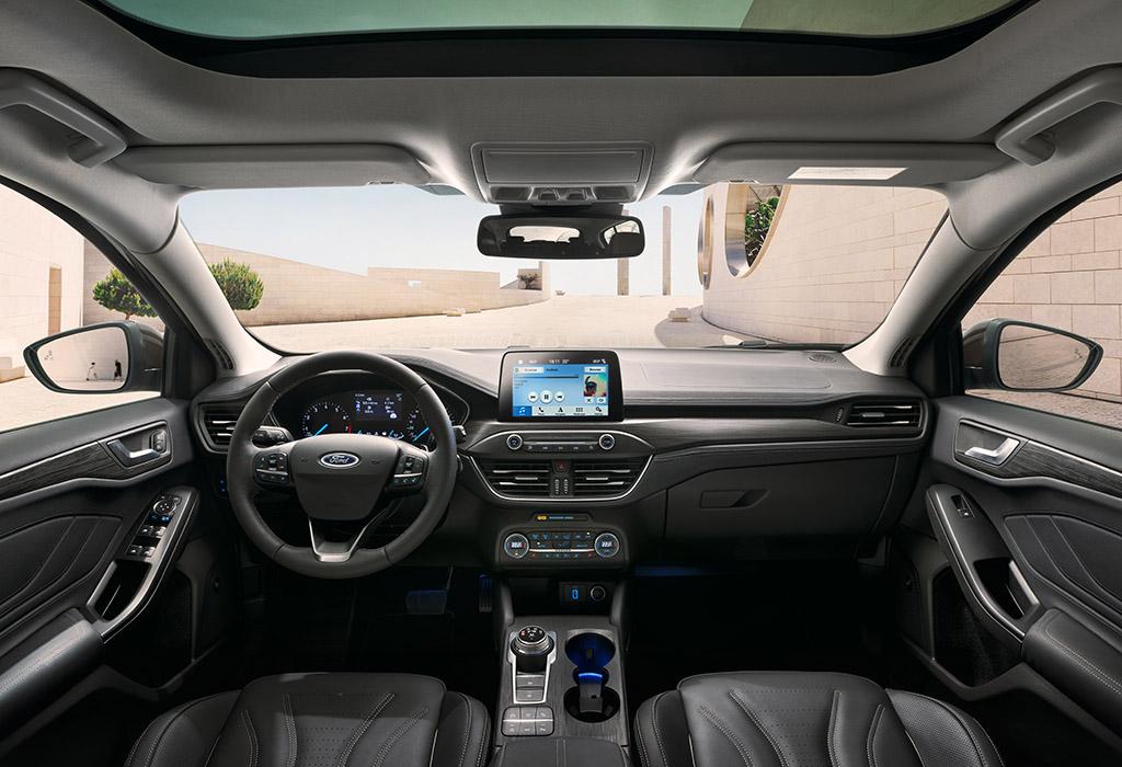 2018 Ford Focus Vignale interio