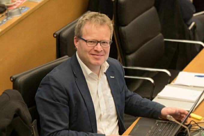 Philippe Henry (Ecolo) critique la mesure unilatérale adoptée car elle ne permet pas de