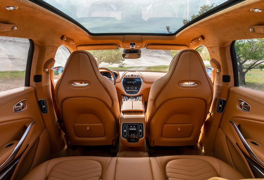 2020 Aston Martin DBX interieur