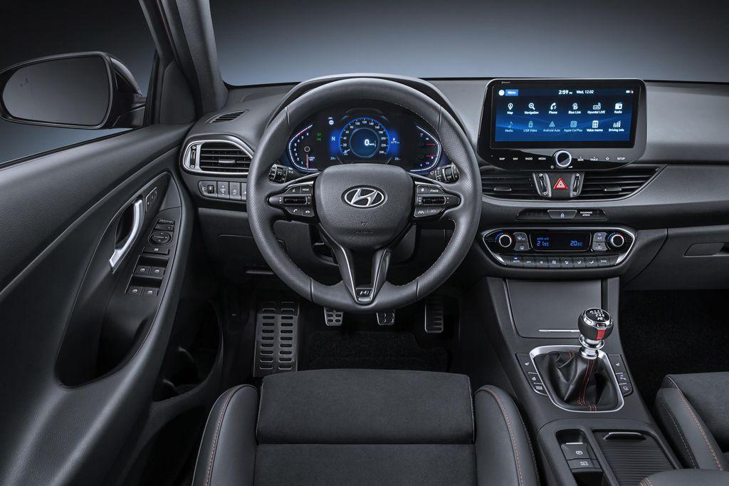 Hyundai i30 cockpit 2020