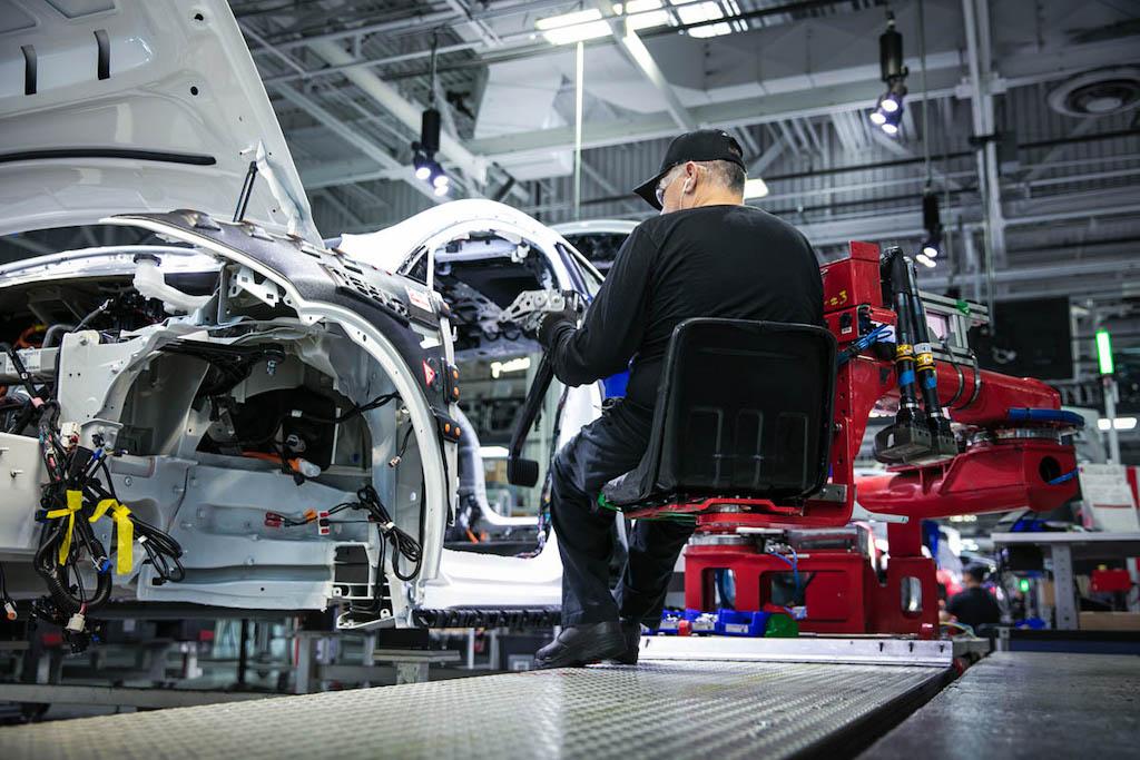 Tesla factory Moniteur Automobile/AutoGids