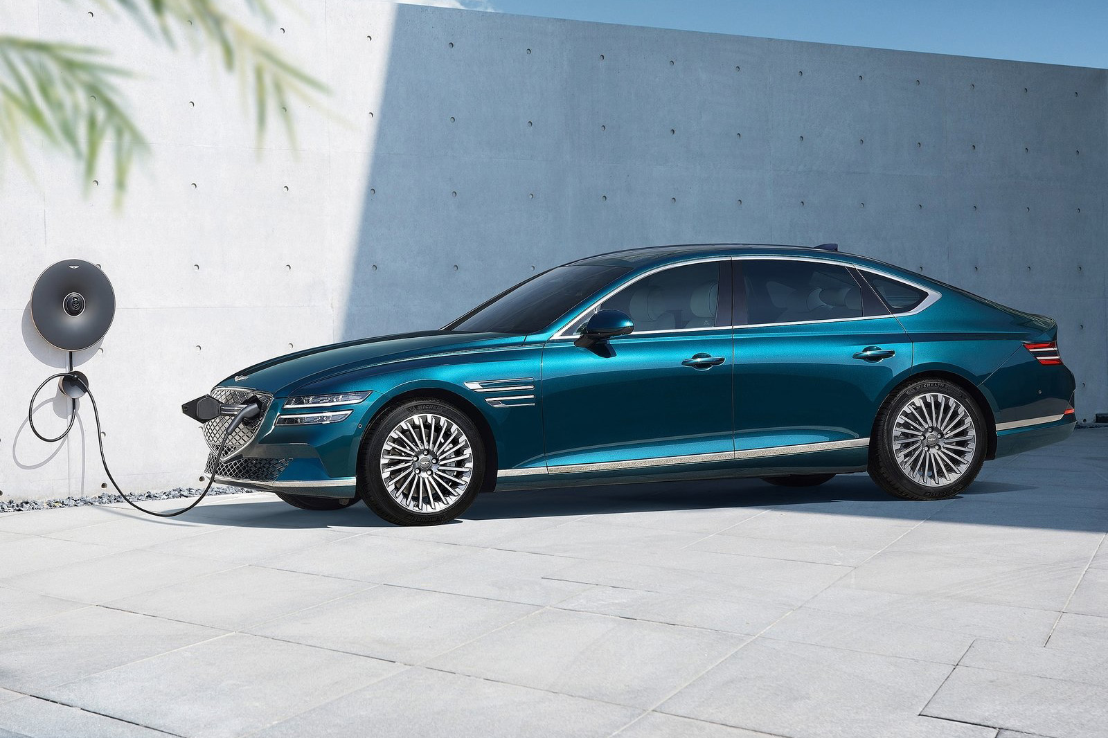 2022 Genesis G80e