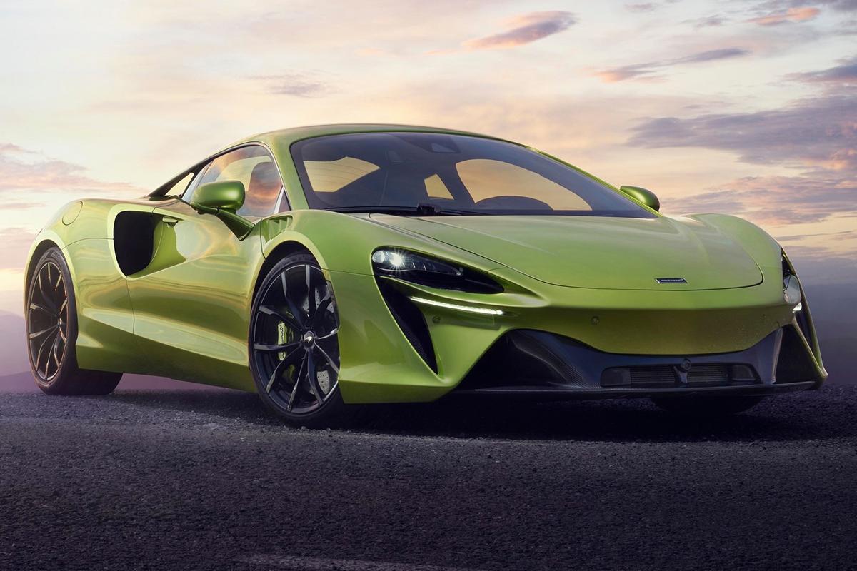 2022 McLaren Artura V6 Hybrid