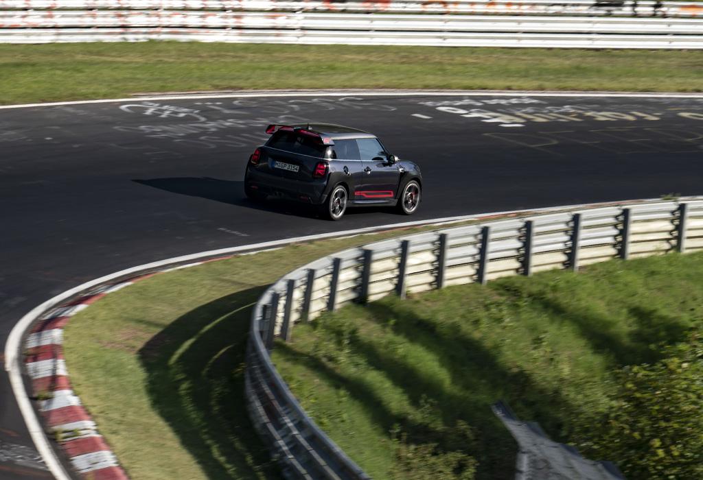 Mini GP versus de Nordschleife: 7.56,69