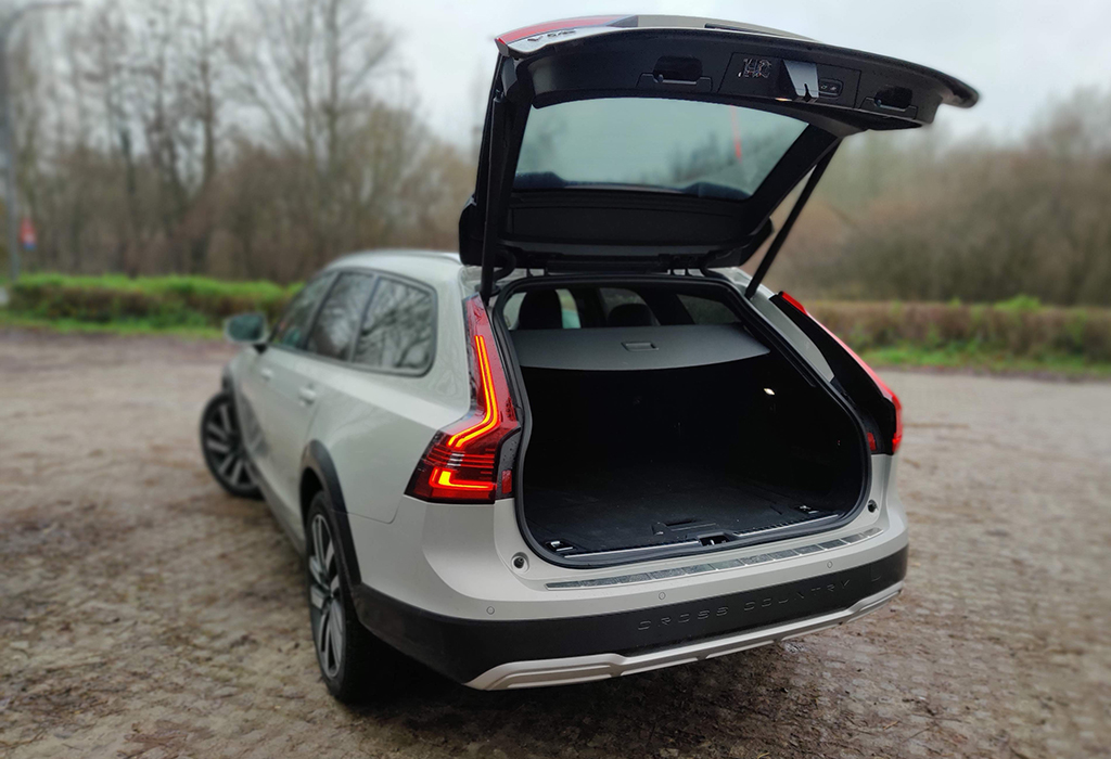Test Volvo V90 Cross Country B5 AWD - AutoGids 2021