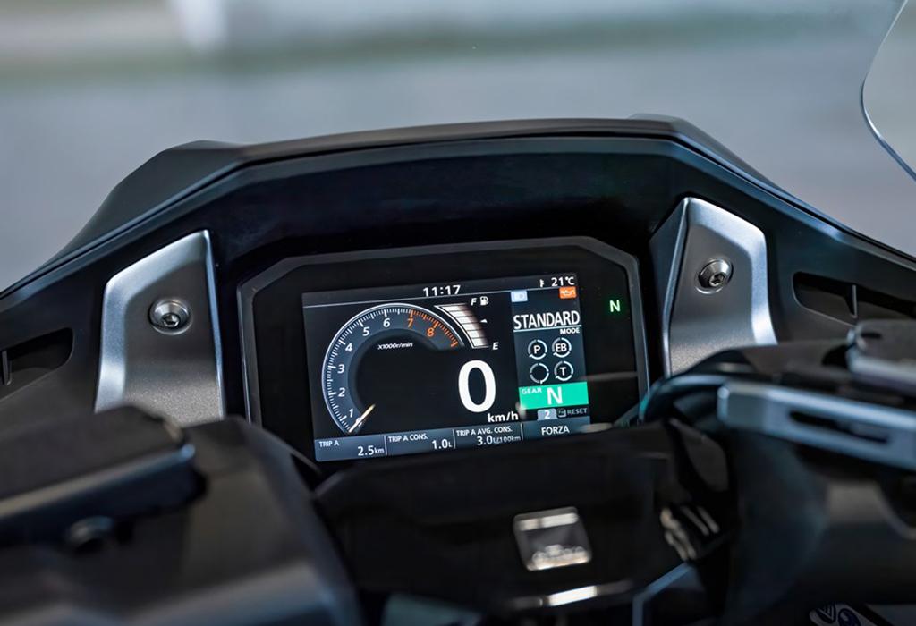 Test Honda Forza 750 - AutoWereld 2021