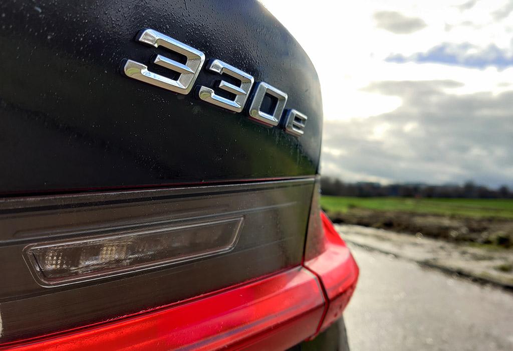 Test BMW 330e Touring xDrive - AutoWereld 2021