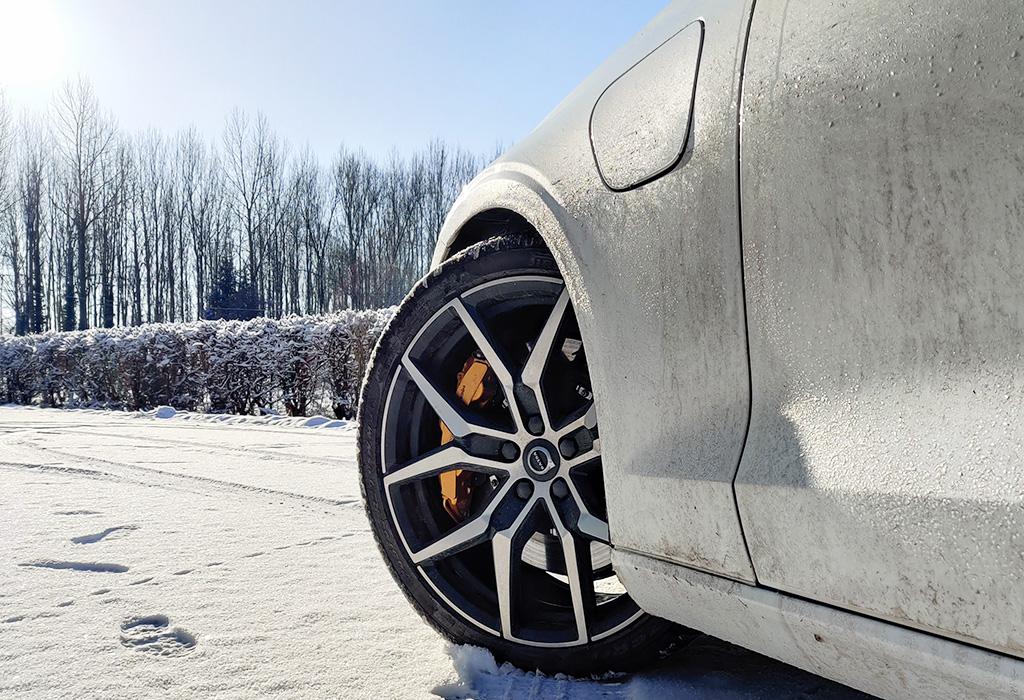 Test Volvo S60 T8 Recharge Polestar Engineered - AutoGids 2021