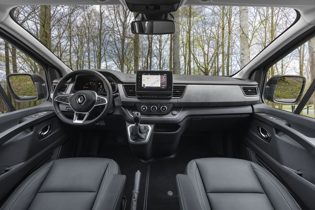 Renault Trafic SpaceClass 2021 - cockpit