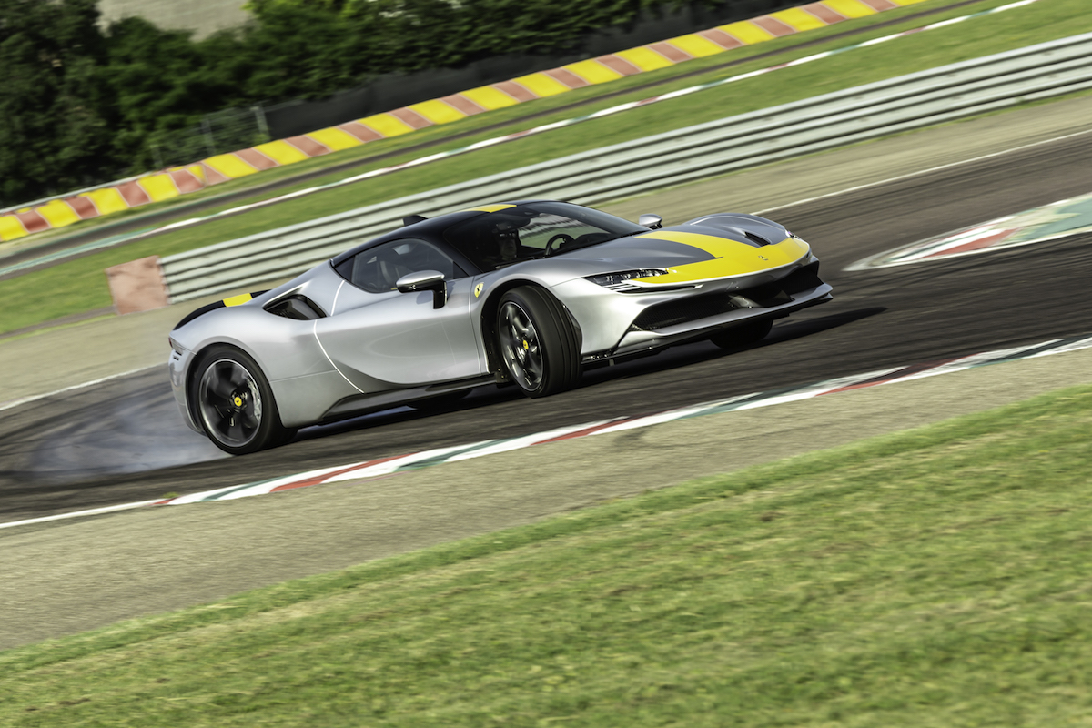 Test 2021 Ferrari SF90 Stradale Assetto Fiorano - Review AutoGids