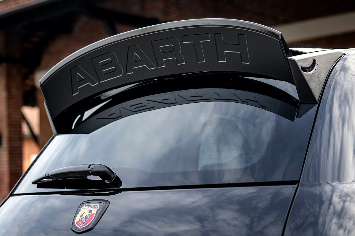 Review 2021 Abarth 695 Esseesse