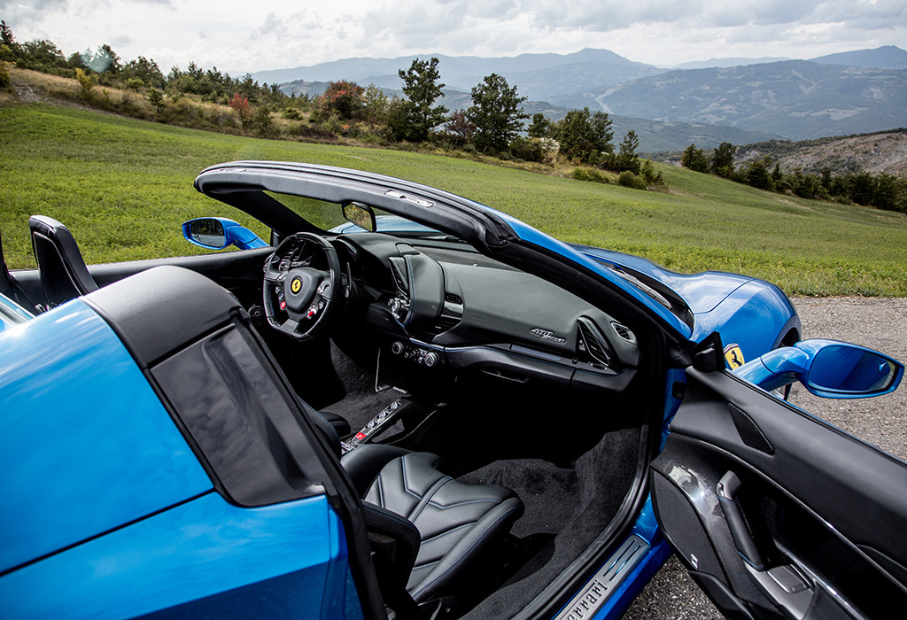 Test Ferrari 488 Spider AutoWereld