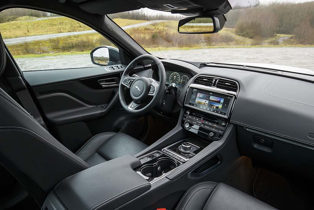 Test video jaguar f pace 2016 autogids for Interieur jaguar e pace