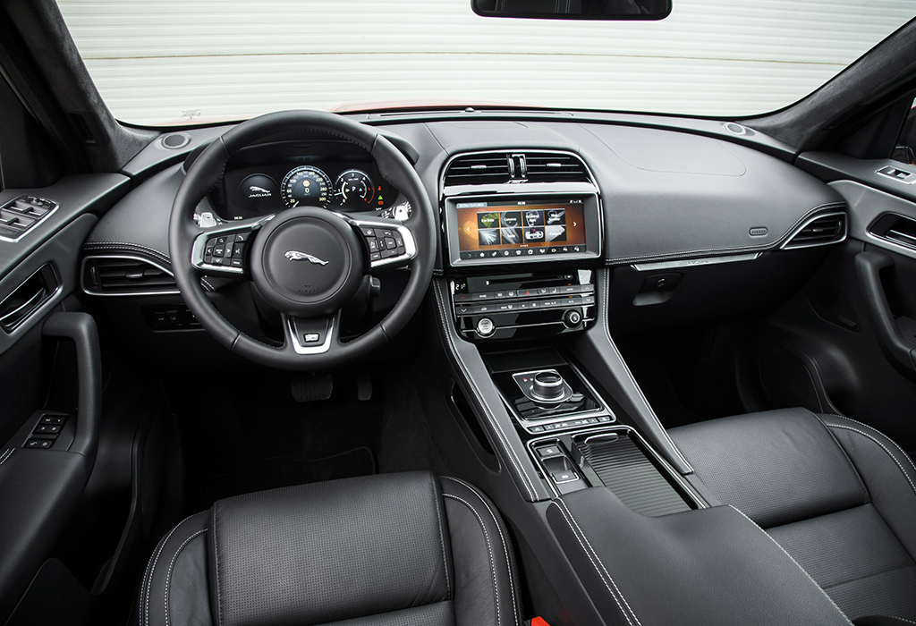 test 2016 jaguar f pace 2 0d awd autowereld. Black Bedroom Furniture Sets. Home Design Ideas