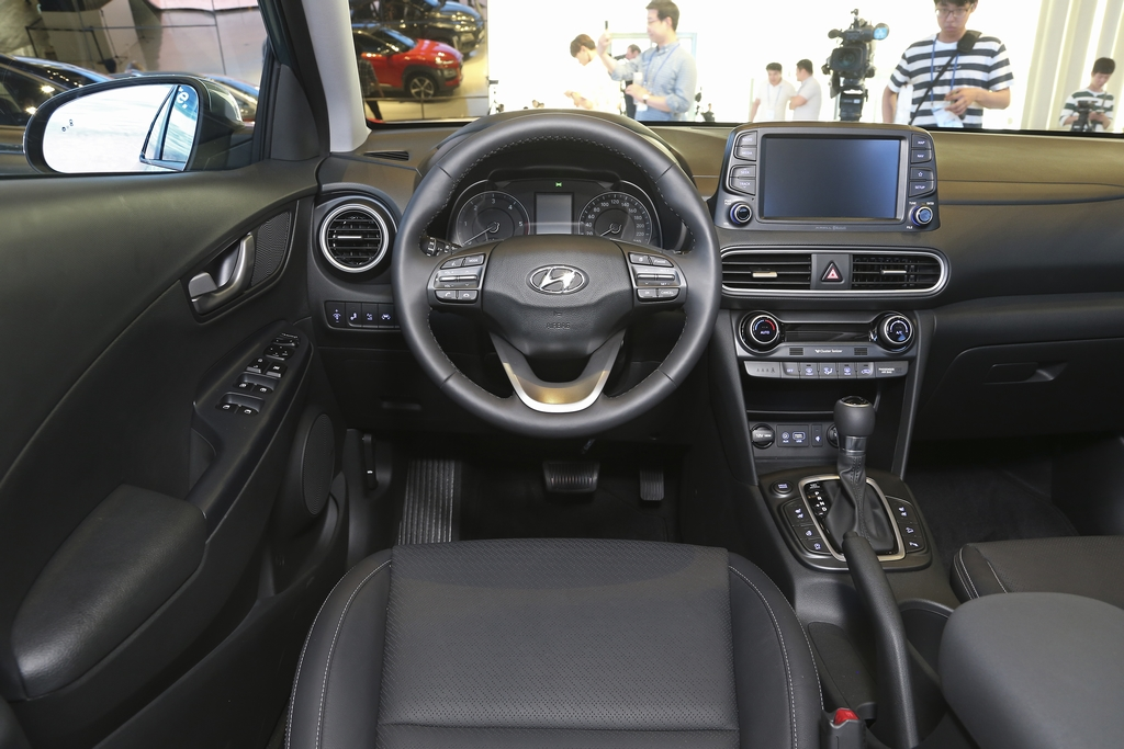 Test hyundai kona 1 6 t gdi 2017 autowereld for Interieur hyundai kona
