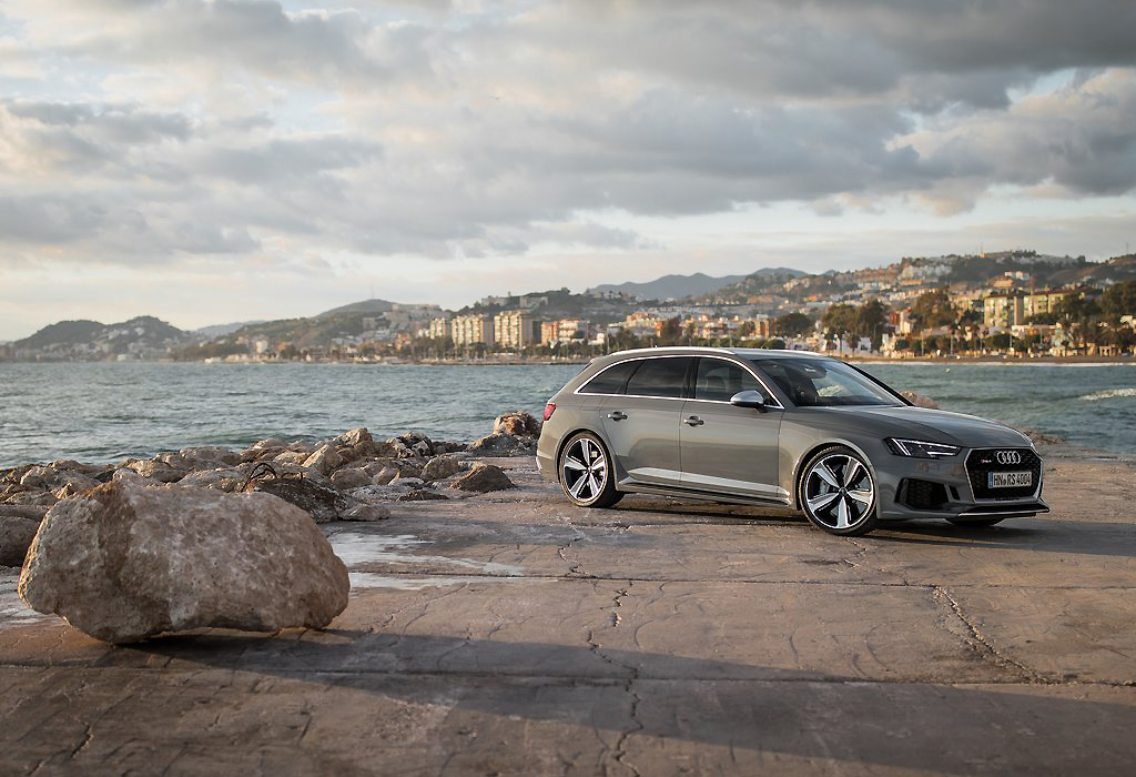 Test Audi RS4 Avant AutoWereld