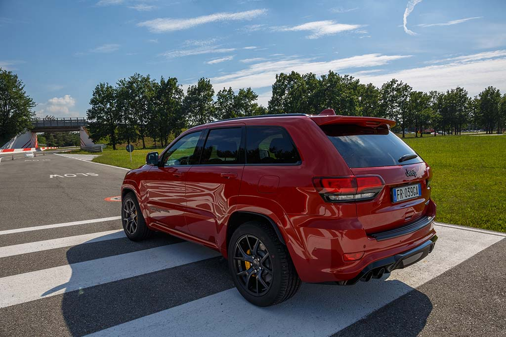 essai jeep grand cherokee trackhawk 2018 moniteur automobile. Black Bedroom Furniture Sets. Home Design Ideas