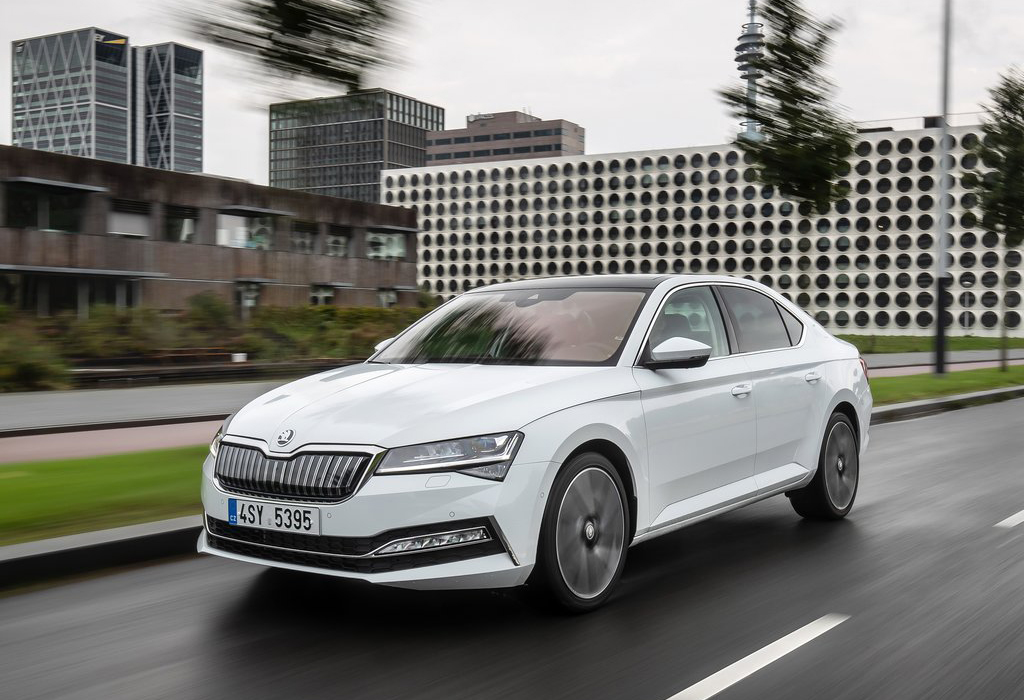 Skoda Superb iV PHEV - AutoWereld 2020