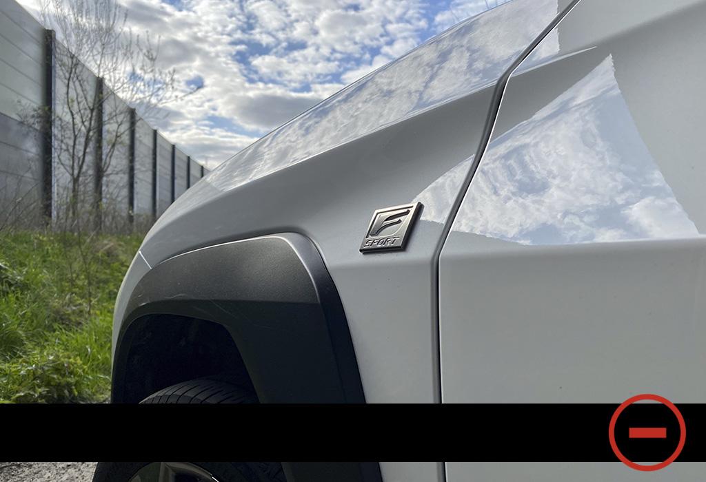 Blog / Lexus UX / Moniteur