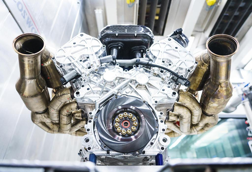 Aston Martin Valkyrie - V12 Cosworth