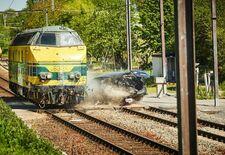 Spoorweginfrastructuurbeheerder Infrabel heeft een video gemaakt waarin een locomotief tegen een stilstaande auto rijdt aan een snelheid van 75 km/u. Wie eraan moest twijfelen: de inzittenden maken geen schijn van kans.