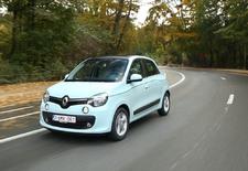 Avec la dernière Twingo, Renault change du tout au tout. Le constructeur parvient à retrouver la fraîcheur du tout premier modèle, même si celui-ci est différent.