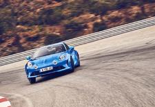 Vingt-deux ans après sa disparition, l'Alpine A110 renaît de ses cendres. Une résurrection qui cherche à pérenniser les qualités de légèreté, de compacité et d'agilité du modèle originel de 1962 tout en essayant d'y conjuguer une vraie polyvalence.