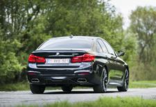 De nieuwe BMW 5-Reeks pakt vooral uit met connectiviteit en rijhulpsystemen: het leven aangenamer maken in de file en online een parkeerplaats kunnen zoeken, daar lijkt het tegenwoordig om te draaien, eerder dan om